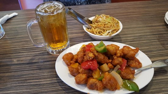 Santee, Kalifornien: Sweet & Sour Pork with Chow Mein Noddles