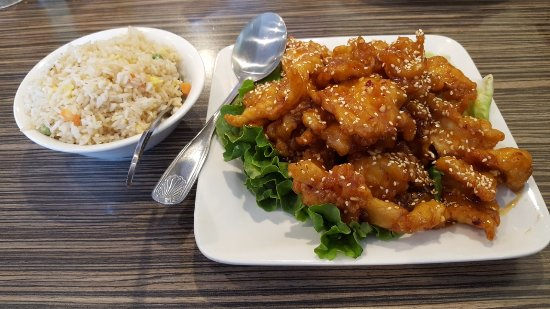 Santee, Kalifornien: Sesame Chicken with Fried Rice