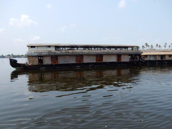 Muziris Heritage - Day Tours: House boat serenity