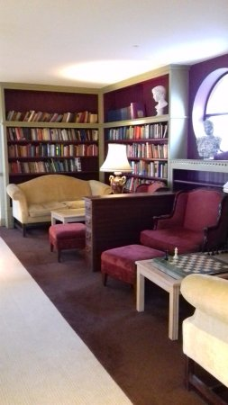 Furbo, Irlanda: The lovely library area.