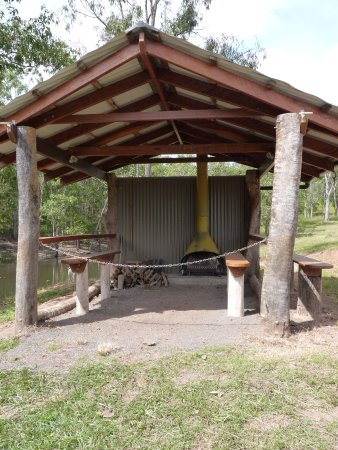 Atherton, Australia: Dam hut with open fireplace