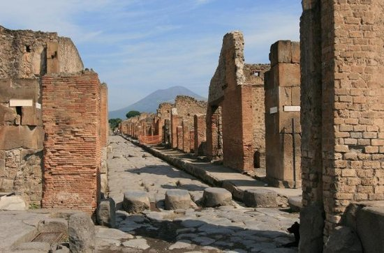 Small-Group Tour: Pompeii and Naples...