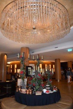 Sofitel Sydney Wentworth: Main Sofitel Wentworth Reception Lobby