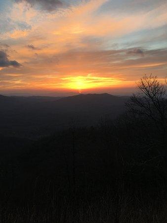 Brevard, Carolina do Norte: Sunrise - Overlook a few miles before Graveyard Fields