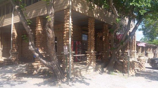 Medicine Park, OK: Cobble Stone porch