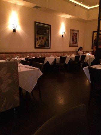 Нью-Рошель, Нью-Йорк: One side of the dining room
