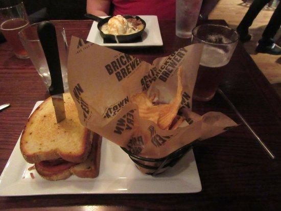 Bricktown Brewery Restaurant: Meatloaf sandwich