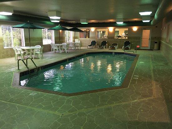El Dorado, AR: Property has just been updated.  Pool area is extra nice.