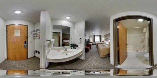 Livingston, MT: Non Smoking 2 Queens room