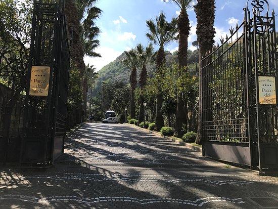 جراند هوتل باركو ديل سول: Hotel grounds.