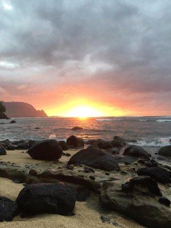 Pali Ke Kua Beach (Hideaway s Beach): sunset pic from Hideaway Beach, it was beautiful!
