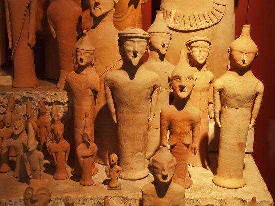 Cyprus Museum: partie d'une énorme collection de figurines en terre cuite
