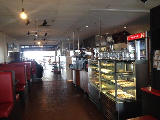 Ulladulla, Australia: Front entrance and cake display