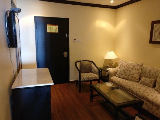 The Gateway Hotel Marine Drive Ernakulam: another view of the sitting room