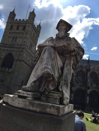 Statue of Richard Hooker