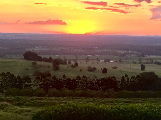 Kingaroy, Australia: Lovely cabins in a stunning setting and the sunsets are to die for!