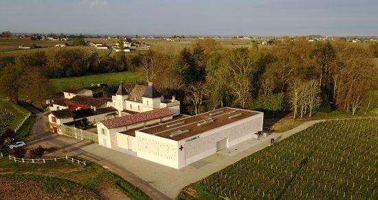 Neac, Frankrike: Couché de soleil sur Chambrun avec le Parc aménagé et Petrus en arrière plan