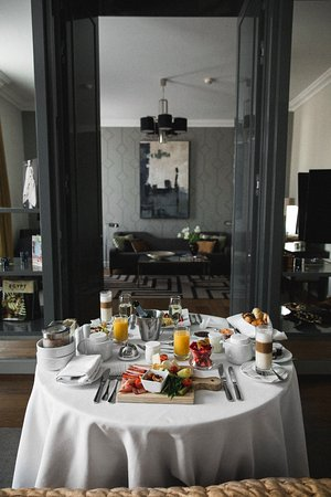 Corinthia Hotel Budapest: Room service at its best!