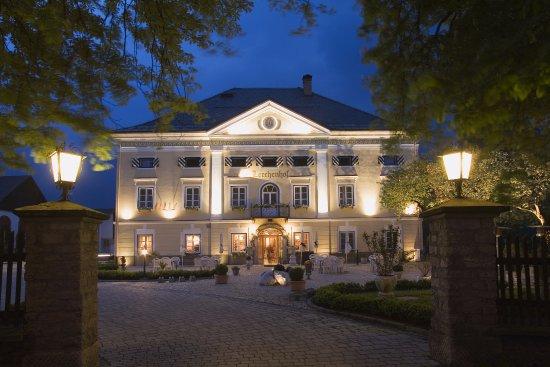 Hermagor, Avusturya: Außenansicht Schloss Hotel Lerchenhof