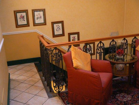 Hotel Rosary Garden: Fauteuils et espace détente niveau 3