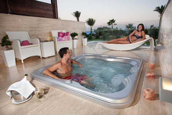 Asterias Beach Hotel: Junior Suite Private Jacuzzi Terrace
