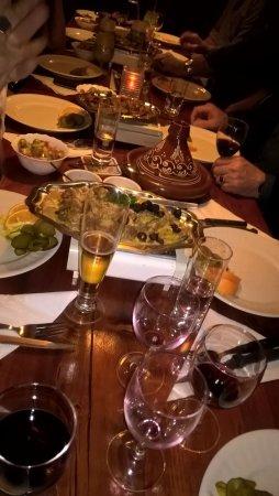 Schiedam, Nederland: De tafel ziet er feestelijk uit.