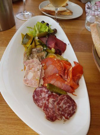 Warragul, Австралия: Charcuterie Board - meats cured in house - simply delicious