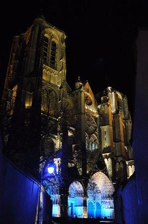 Les Nuits Lumiere: la cathédrale illuminée