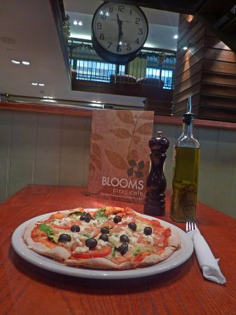 Blooms pizza cafe london bloomsbury restaurant for 14th avenue salon albany oregon