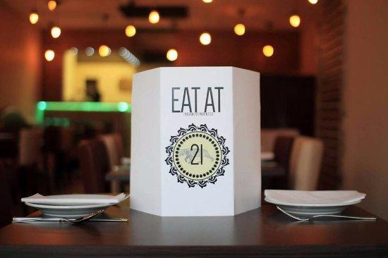 Hyde, UK: Eat At 21