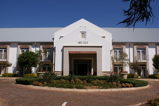 Kievits Kroon: Executive Rooms Building
