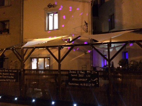 """Nezignan l'Eveque, Francia: Terrasse musicale """" Lounge Bar""""  pour le soir ... ♥"""