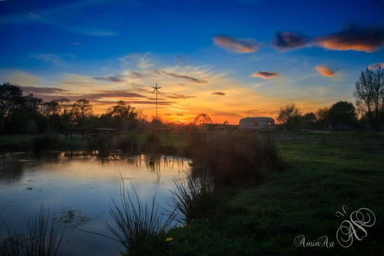 Kidlington, UK: Sunset by the pond, amazing views across the fields for some Nature photography