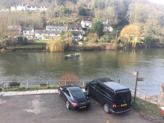 Symonds Yat, UK: They can get you across the river in less than 3 minutes.