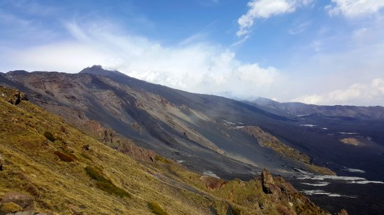 Mascalucia, Italy: Etna steaming in the background