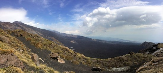 Mascalucia, Italy: Etna and the lava fields and valley