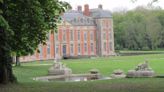 Chamarande, ฝรั่งเศส: Château et le buffet d'eau