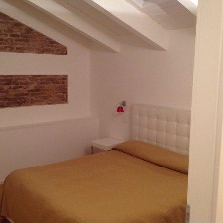 Vibo Valentia, Italien: Camera spaziosa silenziosa e con porta divisoria dal soggiorno