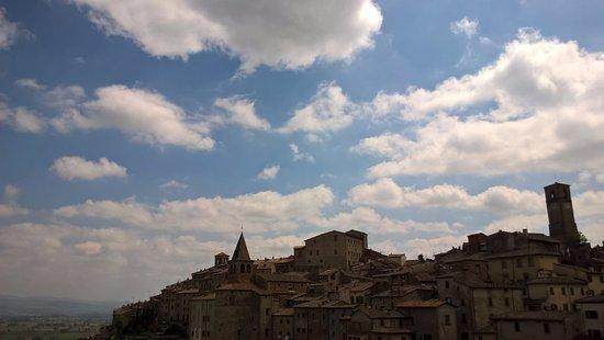 Hotel La Meridiana: Panorama del borgo dalla camera