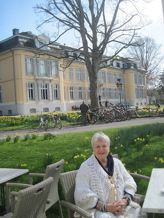 Леверкузен, Германия: at the restaurant with the Castle's facade