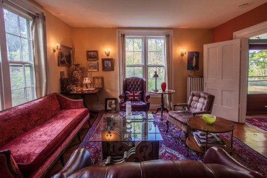 Bostwick House Bed & Breakfast: Gorgeous farmhouse within 7 minutes to downtown Ithaca and between two wine trails!