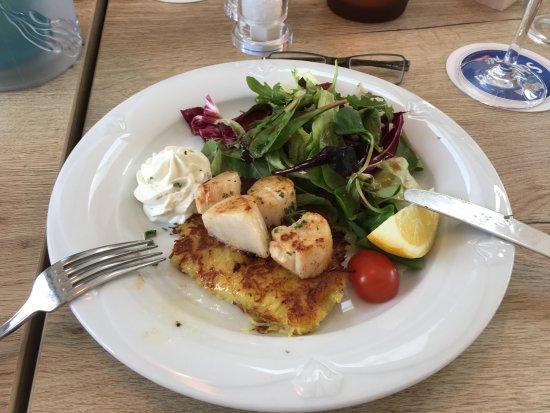 Monheim am Rhein, Germany: Reibekuchen mit Jakobsmuscheln