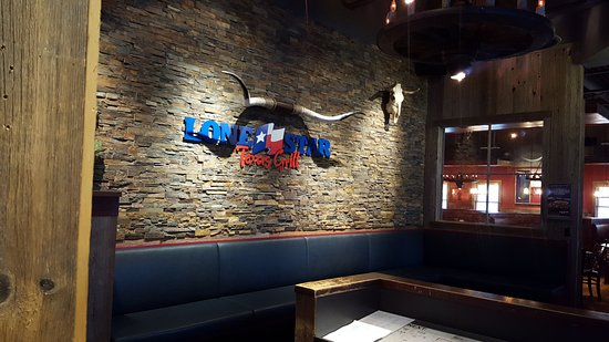 Lone Star Texas Grill: At the entrance