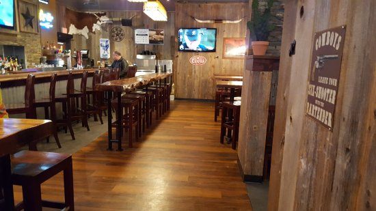 Lone Star Texas Grill: Near the bar