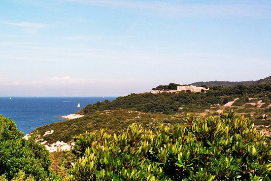 Island of Vis, Kroatia: Fort George from distance