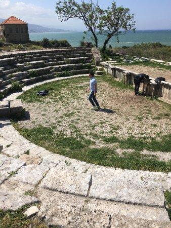 Byblos, Líbano: Crusader Castle: remnants of Roman theater