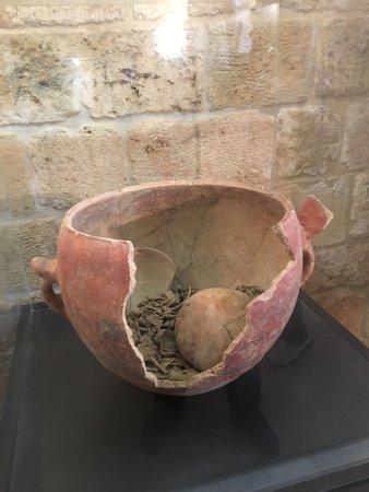 Byblos, Líbano: Crusader Castle: funerary urn