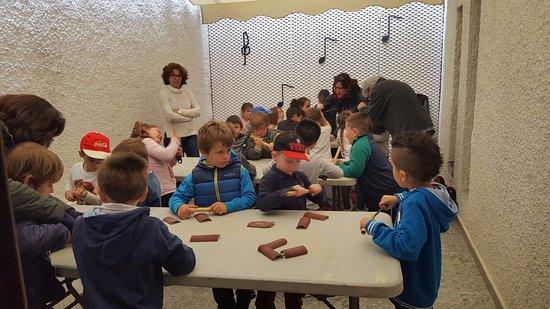 Busot, إسبانيا: Museo de Música Étnica de Busot, Alicante. Talleres musicales con el Colegio Arbre Blanc de Mutx