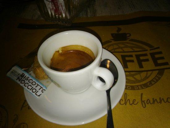 Bra, อิตาลี: Ottimo caffè