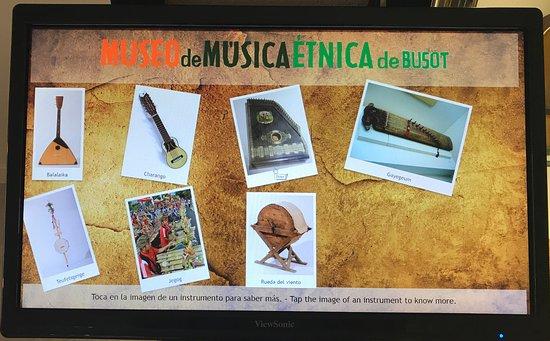 Busot, إسبانيا: Museo de Música Étnica de Busot. Pantallas táctiles con más de 20 vídeos. 